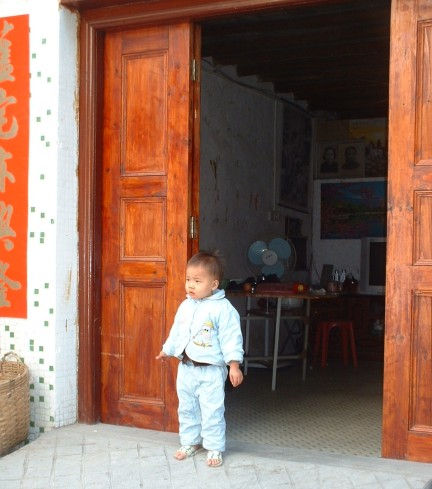 Yangdong Co Hailing Dao home with child in doorway